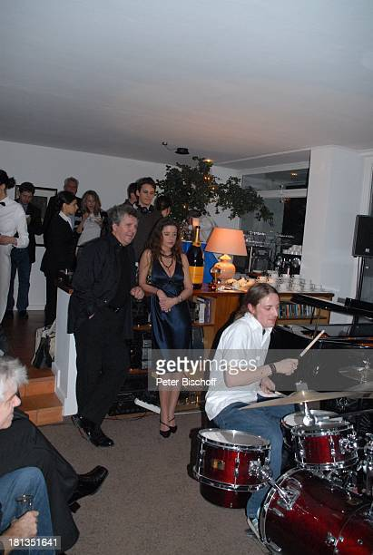 Michael Schanze Freundin Nicole Stifter Sohn Florian am Schlagzeug Konzert Musikgruppe JamKombinat Gäste Party zum 60 Geburtstag von Michael Schanze...