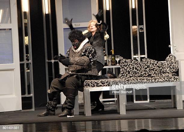 Michael Schanze Gabriele Dossi Komödie Othello darf nicht platzen Theater Kleines Haus Delmenhorst Niedersachsen Deutschland Europa Auftritt Bühne...