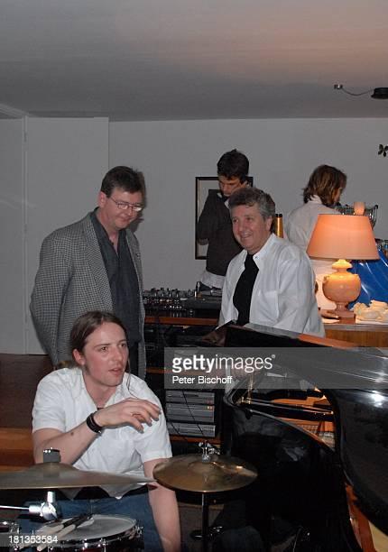 Michael Schanze Gastvorne Sohn Florian Party zum 60 Geburtstag von Michael Schanze München Bayern Deutschland Feier Schlagzeug Sänger Moderator