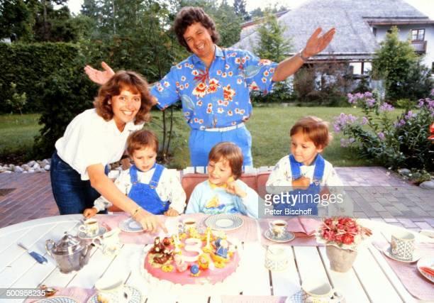 Michael Schanze mit Ehefrau Monika und den Zwillingen Patrick und Sebastian und Sohn Florian 39457/BB 3 Geburtstag von den Zwillingen Promi Foto...