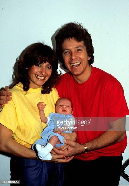 Michael Schanze mit Ehefrau Monika und Sohn Florian, , - 39457/BB, Homestory, Baby, Kind, Showmaster, Promi, Promis, Prominente, Prominenter, RX;...