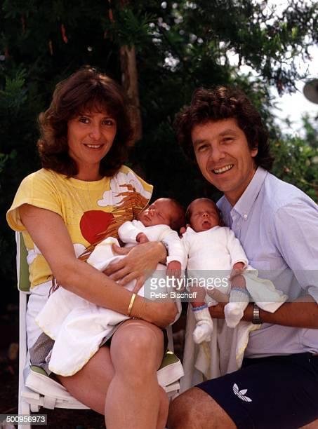 Michael Schanze mit Ehefrau Monika und Zwillingen: Patrick und Sebastian, , - 39457/BB, Babys, Showmaster, Promi, Promis, Prominente, Prominenter,...