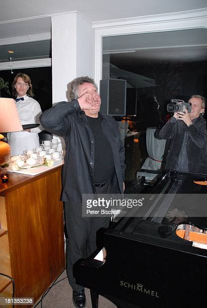 Michael Schanze ploppt während der Ansprache seiner ZwillingsSöhne S e b a s t i a n und P a t r i c k Party zum 60 Geburtstag von M i c h a e l...