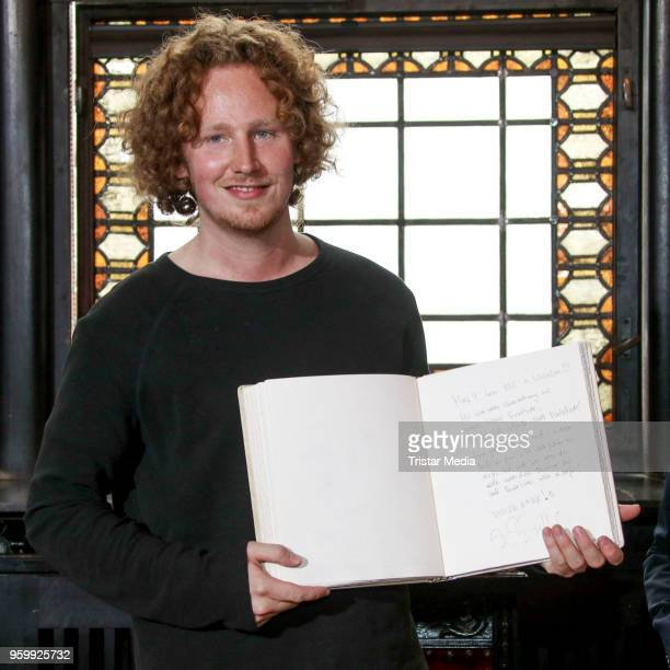 Michael Schulte arrives in his hometown for a enty in the golden city book and a short concert on May 18 2018 in Buxtehude Germany