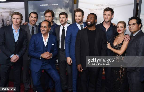 Michael Shannon Trevante Rhodes Michael Shannon Chris Hemsworth Elsa Pataky and Michael Pena pose with the cast and crew at the world premiere of '12...