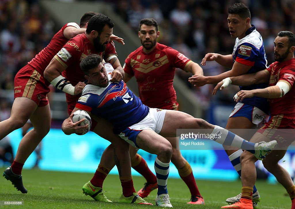 Michael Simon of Wakefield Wildcats (C) tackled by Louis Anderson of Catalans Dragons (2ndL) during the First Utility Super League match between Wakefield Wildcats and Catalans Dragons at St James' Park on May 22, 2016 in Newcastle upon Tyne, England.