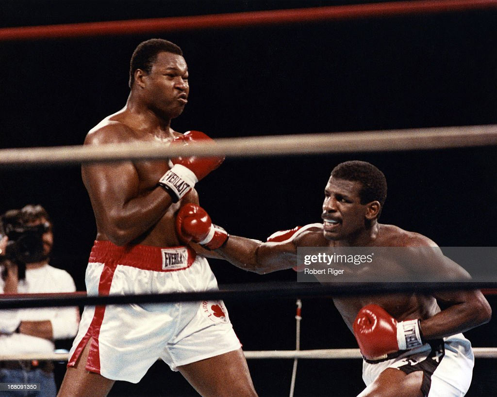 1985 IBF Heavyweight Title Fight:  Michael Spinks v Larry Holmes : News Photo