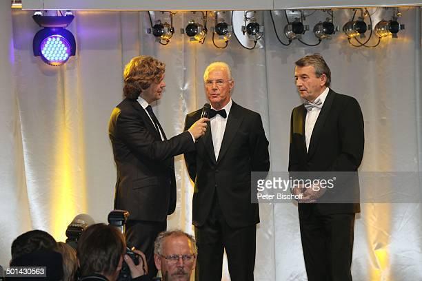 Michael Steinbrecher Franz Beckenbauer Wolfgang Niersbach Gala 32 Deutscher Sportpresseball Alte Oper Frankfurt Hessen Deutschland Europa Bühne Mikro...