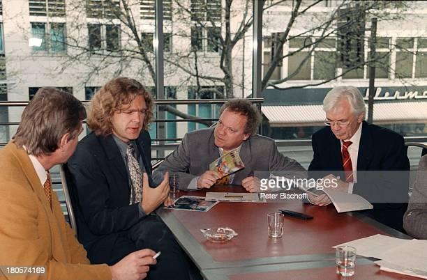 Michael Steinbrecher RolfTöpperwien Dieter KürtenARD/ZDFSportreporter stellen sich vorBerichterstatter für die WM 98 inFrankreich