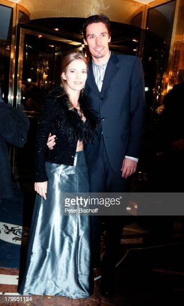 Michael Stich Ehefrau JessicaStockmannStich Deutscher Filmball2000 Hotel Bayerischer Hof München Bayern Deutschland EuropaAbendkleid