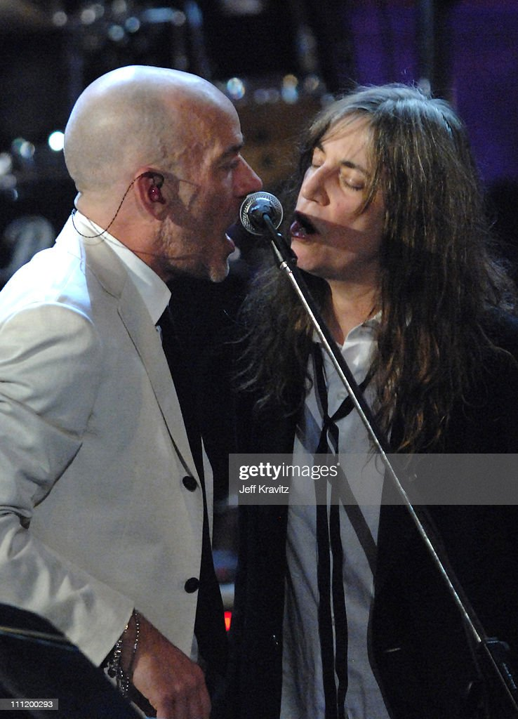 Michael Stipe of R.E.M. and Patti Smith perform 'I Wanna Be Your Dog'
