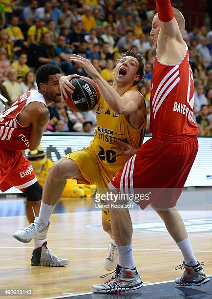 Michael Stockton of Ludwigsburg is challenged by Robin Benzing of Muenchen during the Beko BBL Playoffs semifinal match between MHP RIESEN...