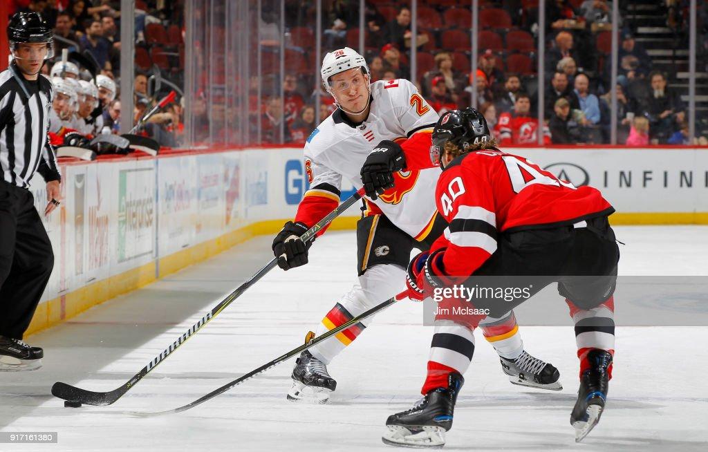 Calgary Flames v New Jersey Devils : News Photo