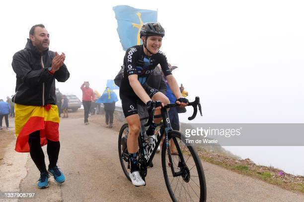 Michael Storer of Australia and Team DSM competes while fans cheer during the 76th Tour of Spain 2021, Stage 18 a 162,6km stage from Salas to Altu...