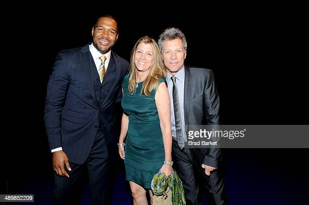 Michael Strahan Dorothea Hurley and Jon Bon Jovi attend The Robin Hood Foundation's 2014 Benefit at Jacob Javitz Center on May 12 2014 in New York...