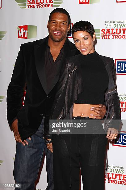 Michael Strahan poses with his wife Nicole Murphy at The USO Presents VH1 Divas Salute The Troops at Marine Corps Air Station Miramar on December 3...