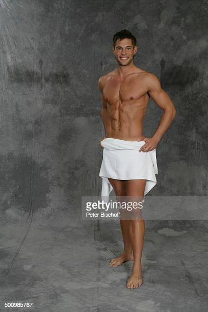 Michael Teller Wahl zum Mister Germany 2005/06 Linstow Deutschland PNr 1649/2005 Van der Valk Resort Sieger nackter Oberkörper Handtuch Muskeln sexy...