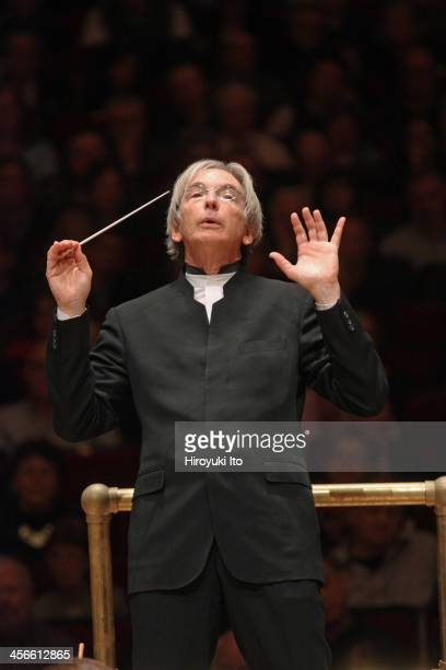 """Michael Tilson Thomas leading the Philadelphia Orchestra in Berlioz's """"Symphony Fantastique"""" at Carnegie Hall on Friday night, December 6, 2013."""