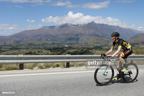 Michael Torckler of New Plymouth Blindz Direct makes the climb up to Coronet Peak during stage 3 from Mossburn to Coronet Peak during the 2017 Tour...