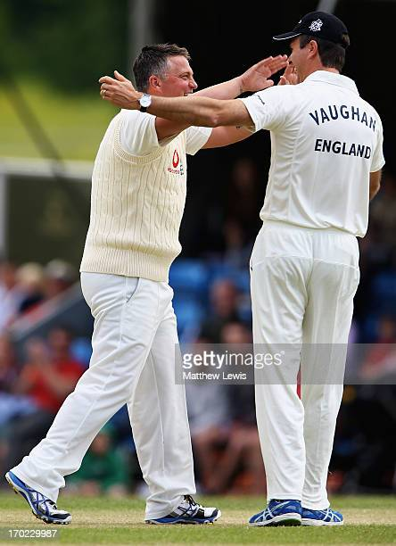 Michael Vaughan captain f Michael Vaughan's England celebrates Darren Gough's wicket during the Shane Warne's Australia vs Michael Vaughan's England...