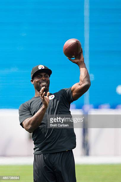 Michael Vick of Pittsburgh Steelers warms up before a preseason game against the Buffalo Bills on August 29 2015 at Ralph Wilson Stadium in Orchard...
