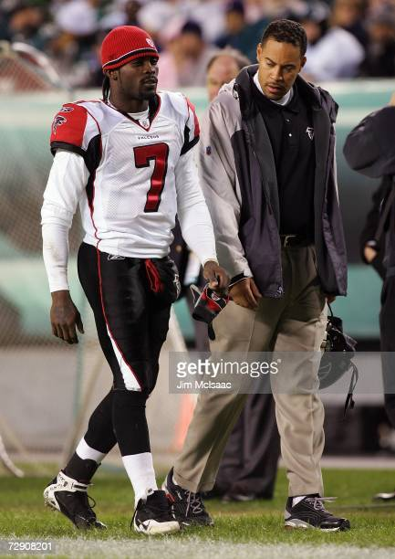 Michael Vick of the Atlanta Falcons leaves the game in the third quarter during NFL action against the Philadelphia Eagles December 31, 2006 at...