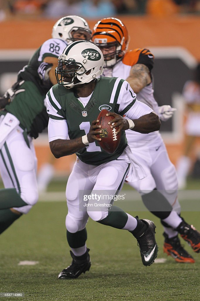 Michael Vick #1 of the New York Jets drops back to pass during the game against the Cincinnati Bengals at Paul Brown Stadium on August 16, 2014 in Cincinnati, Ohio. The Jets defeated the Bengals 25-17.