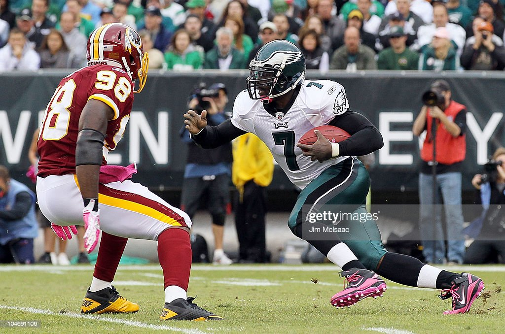 Michael Vick #7 of the Philadelphia Eagles runs the ball against Brian Orakpo #98 of the Washington Redskins on October 3, 2010 at Lincoln Financial Field in Philadelphia, Pennsylvania.