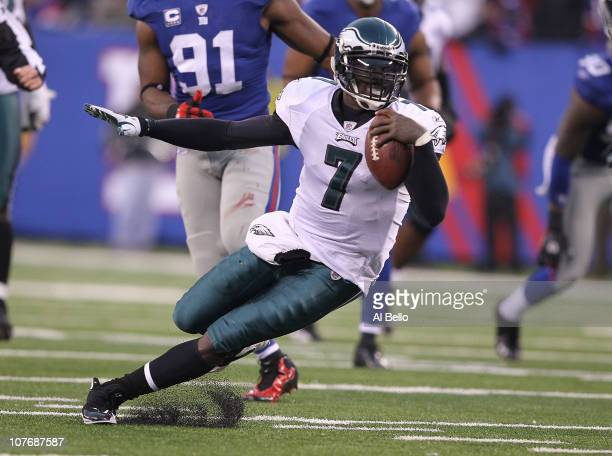 Michael Vick of the Philadelphia Eagles scrambles for a big gain against the New York Giants during their game on December 19, 2010 at The New...