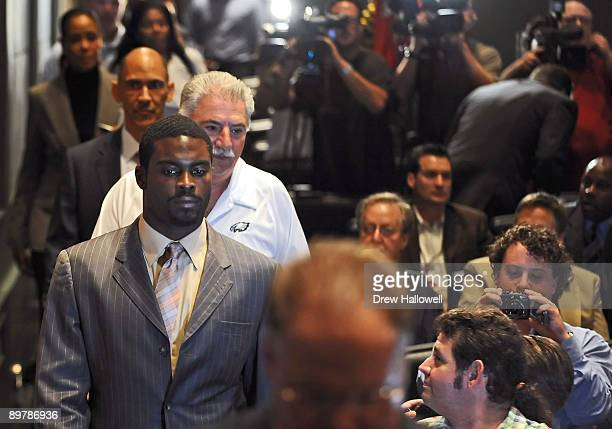 Michael Vick of the Philadelphia Eagles walks into an auditorium to get interviewed by the media on August 14 2009 at the NovaCare Complex in...