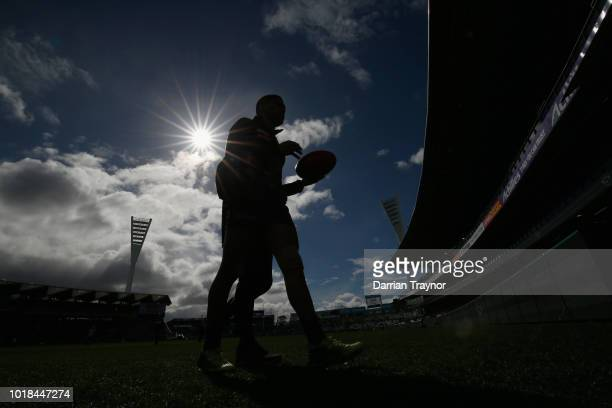 Tom Hawkins of the Cats marks the ball during the round 22 AFL match between the Geelong Cats and the Fremantle Dockers at GMHBA Stadium on August 18...