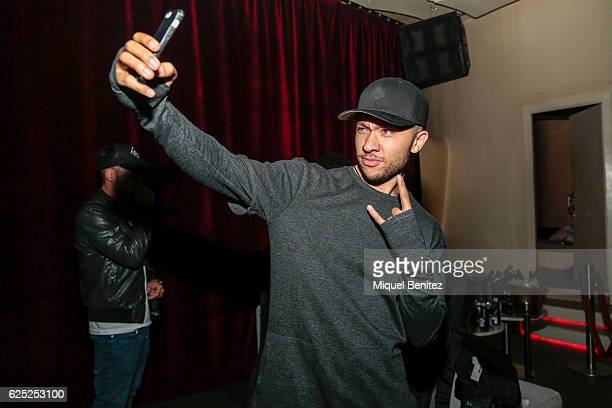 Michael Welch guitar player of Mic Lowry takes a selfie with his smarphone during the 'Purpose Tour' Party, Justin Bieber's after concert at Pacha...