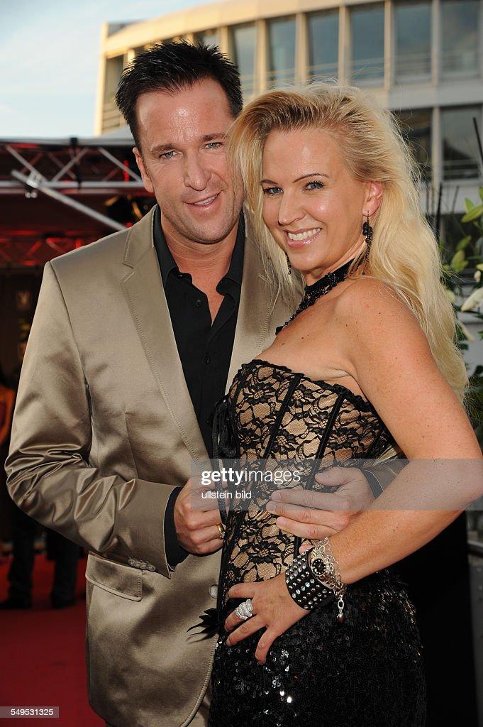 Michael Wendler Mit Ehefrau Claudia Beim Pre Openenig Des News
