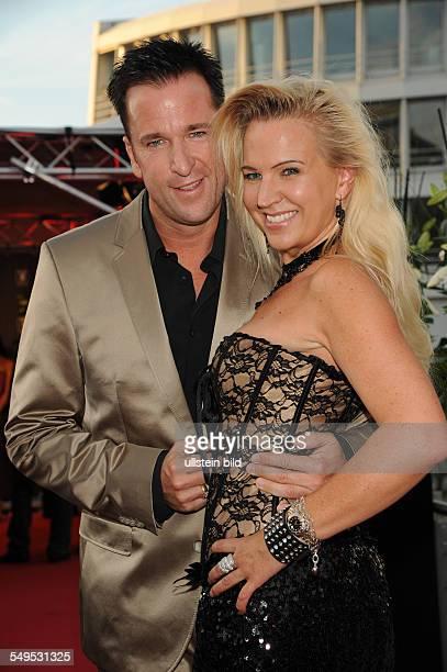 MIchael Wendler mit Ehefrau Claudia beim PreOpenenig des PlayboyClubs in Köln
