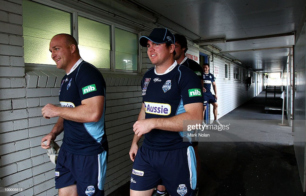 Michael Weyman and Jamie Lyon walk from the dressing sheds before a New South Wales Origin training session at WIN Stadium on May 20, 2010 in Wollongong, Australia.