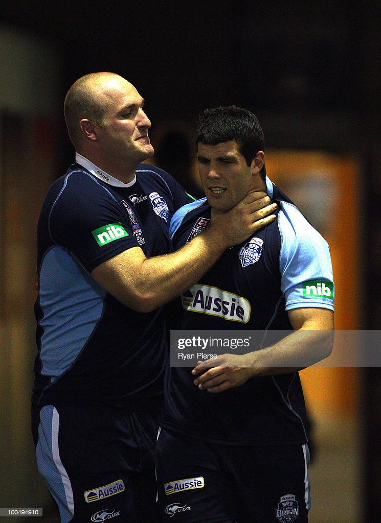 Michael Weyman and Michael Ennis of the NSW Blues embrace in the tunnel during a NSW Blues training session ahead of tomorrow's State Of Origin Game I at ANZ Stadium on May 25, 2010 in Sydney, Australia.