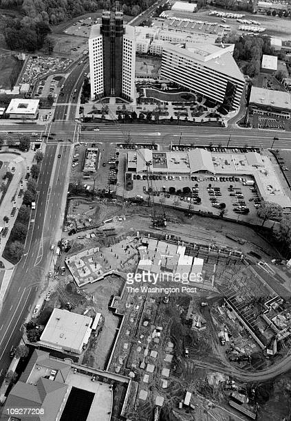Michael Williamson/TWP Rockville Pike Montgomery County Life and commerce on the Pike Aerial of Rockville Pike Shown at top is the National...