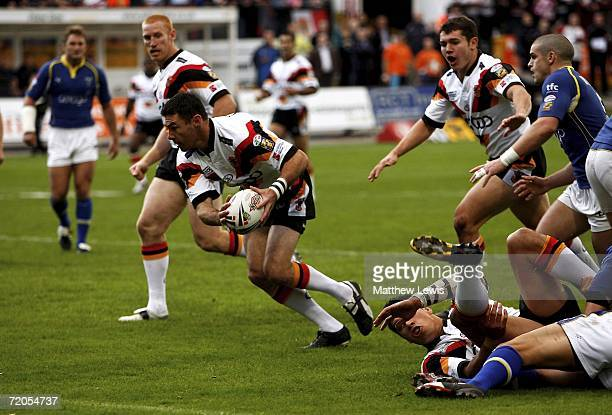 Michael Withers of Bradford scores his first try during the Engage Super League match between Bradford Bulls and Warrington Wolves at Odsal Stadium...