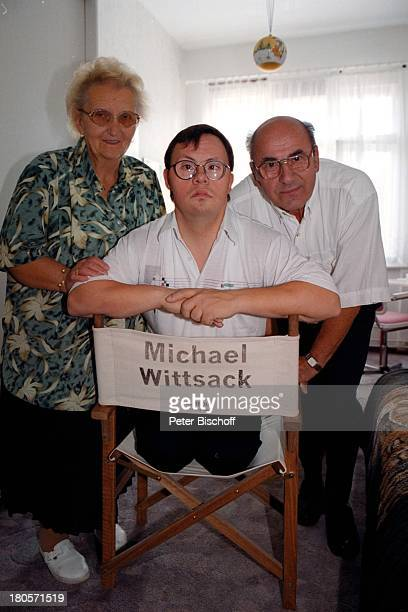 Michael Wittsack Mutter Lillian WittsackVater Bodo Wittsack Homestory Berlin Deutschland EuropaRegiestuhl Brille
