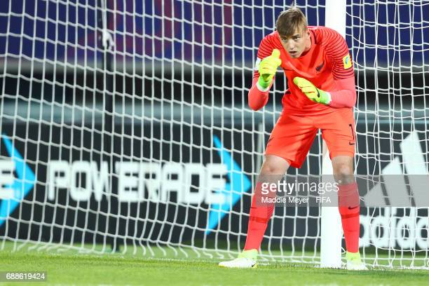 Michael Woud of New Zealand lines up a wall of his teammates during the FIFA U20 World Cup Korea Republic 2017 group E match between New Zealand and...