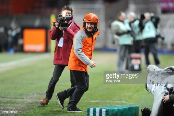 Michael YOUN apportant le ballon a l'arbitre pour son film 'le coursier' PSG / Lorient 23eme journee de Ligue 1 Parc des Princes