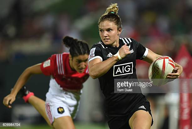 Michaela Blyde of New Zealand in action during day one of the Emirates Dubai Rugby Sevens HSBC World Rugby Women's Sevens Series match between New...