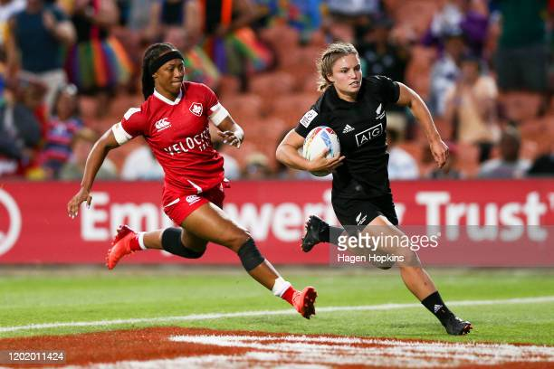 Michaela Blyde of New Zealand scores a try during the Cup Final match between Canada and New Zealand at the 2020 HSBC Sevens at FMG Stadium Waikato...