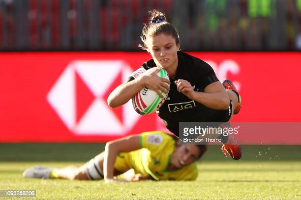 Michaela Blydeof New Zealand scores a try in the Women's Cup Final played between New Zealand and Australia during the 2019 Sydney HSBC Sevens at...
