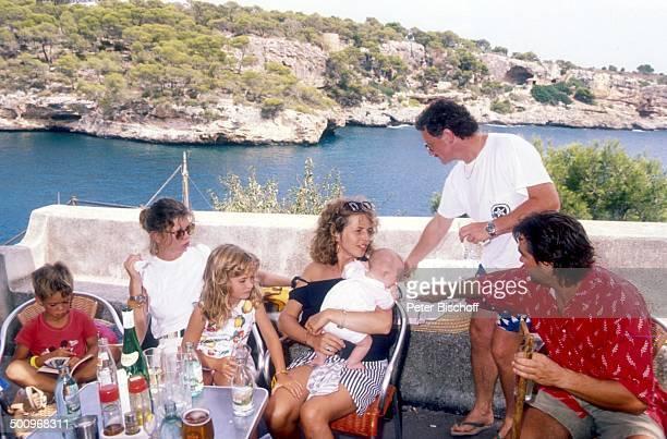 Michaela May Alexandra May Theresa Lilian May Dr Jack Schiffer Mallorca Spanien Europa Urlaub Sonnenterasse Kind Baby Familie A dah Promi Foto...