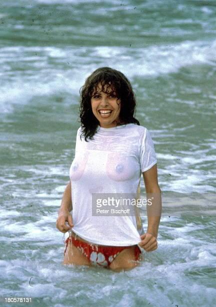 Michaela May Karibik ZDF Serie Das Traumschiff baden TShirt nass durchsichtig Schauspielerin sexy