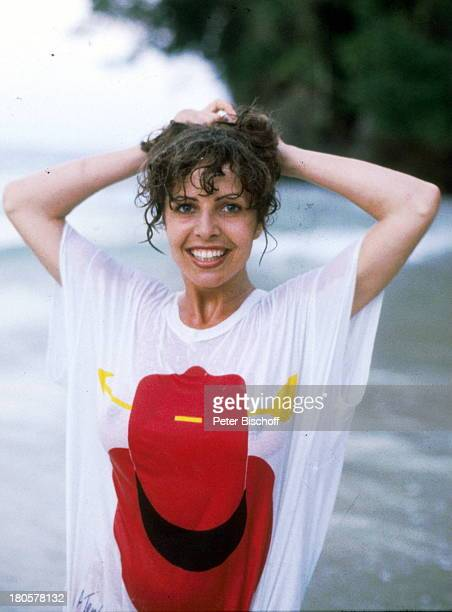 Michaela May Karibik ZDF Serie 'Das Traumschiff' baden TShirt nass durchsichtig Schauspielerin sexy