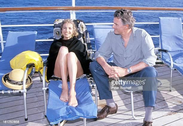 'Traumschiff' Folge 21 'Ägypten' Atlantik MS 'Berlin' Kreuzfahrtschiff Kreuzfahrt auf Deck Liegestuhl Reling Schauspieler Schauspielerin Promis...