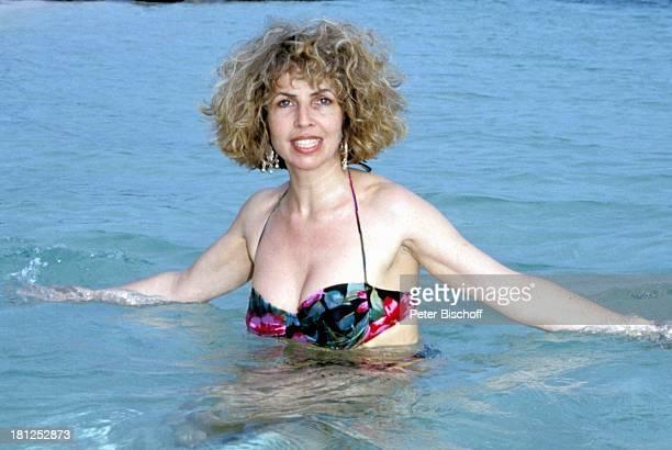 Michaela May neben den Dreharbeiten zur ZDFSerie 'Traumschiff' Folge 21 'Ägypten' Guadeloupe/Karibik Meer Bikini Badeanzug Urlaub Schauspielerin...