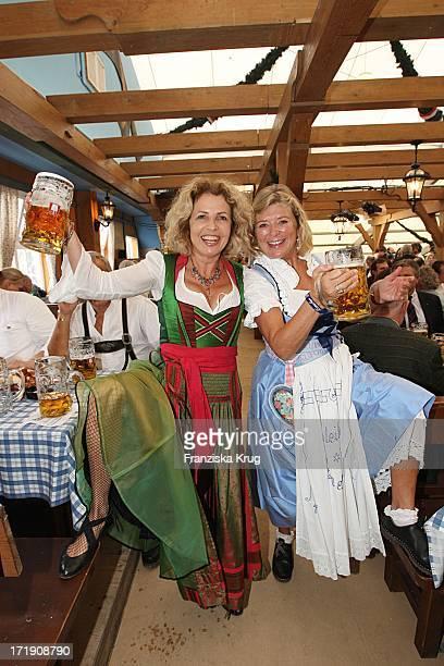 Michaela May Und Jutta Speidel Nach Dem Anstich Beim Oktoberfest Im Schottenhamel Festzelt Auf Dem Oktoberfest In München Am 190909